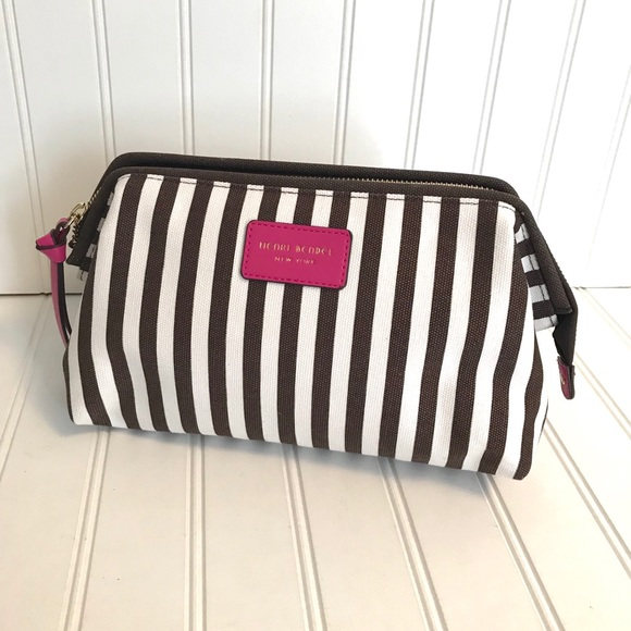 henri bendel Handbags - Henri Bendel Dopp Kit Cosmetic Bag 586a40dbc18cd